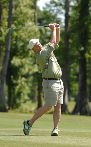 Bill Murray Tees Off in Real-Life Caddyshack | E! News