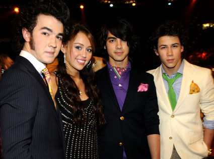 Miley Cyrus, Jonas Brothers
