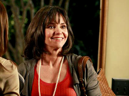 Sally Field, Brothers and Sisters