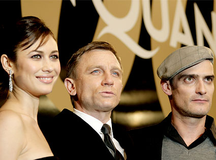 Olga Kurylenko, Daniel Craig, Anatole Taubman