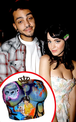 Katy Perry, Guy, Breast Mold