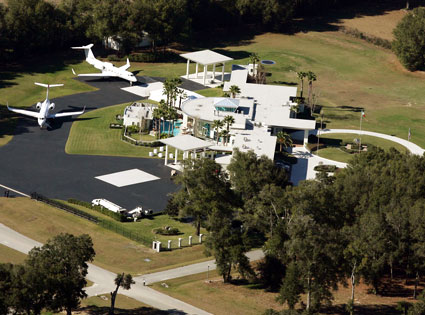 John Travolta, Jumbolair Aviation Estates