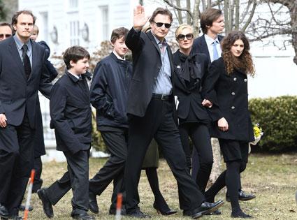 Liam Neeson, Joely Richardson, Daisy Bevan, Daniel Neeson, Micheal Neeson