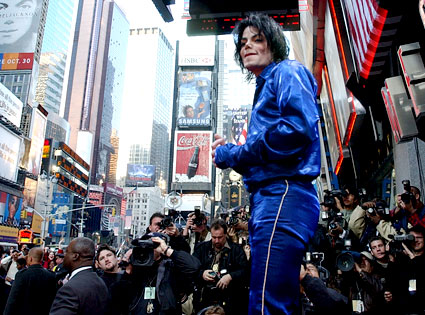 Times Square Tumult From Michael Jackson A Life E News