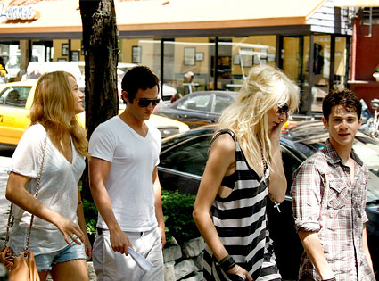 Blake Lively, Penn Badgley, Taylor Momsen, Connor Paolo