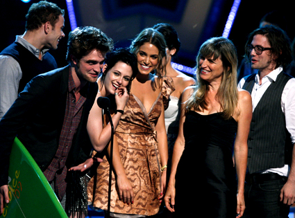 Robert Pattinson, Kristen Stewart, Nikki Reed, Catherine Hardwicke, Ashley Greene, Jackson Rathbone