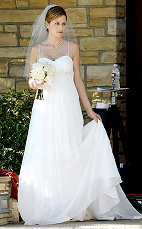 Jenna fischer the office from snapped on set tv e news for Wedding dress consignment denver
