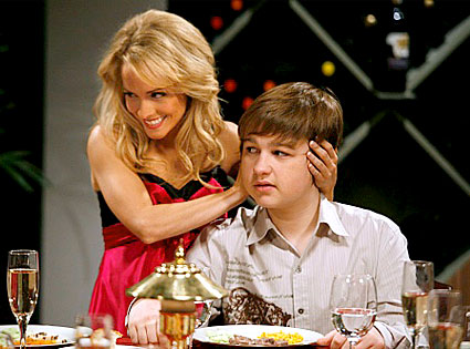 Kelly Stables Teases Monday's Two and a Half Men Premiere ...