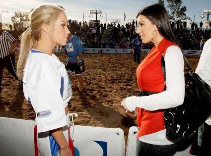 Kendra Wilkinson-Baskett, Kim Kardashian
