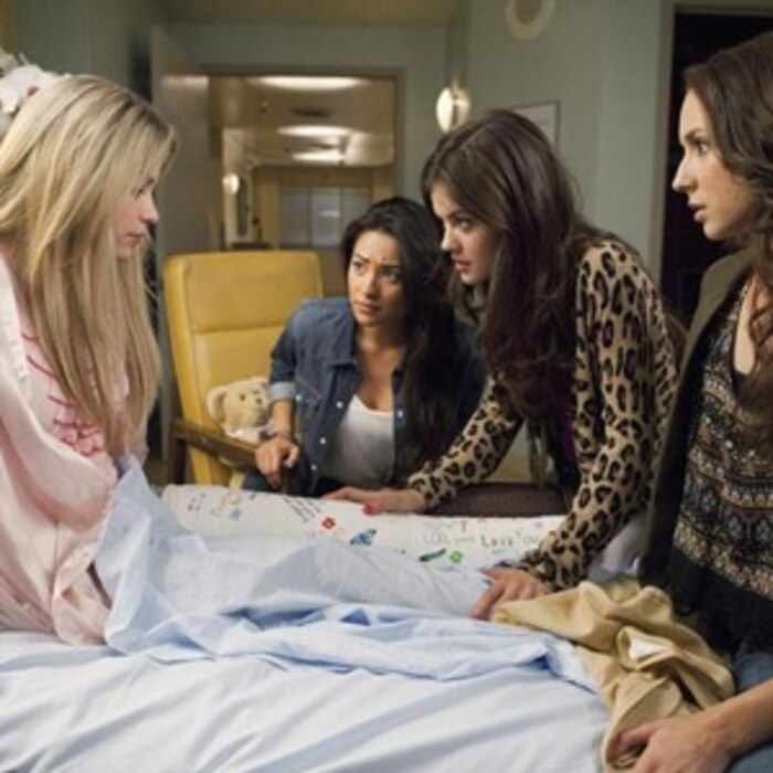 ASHLEY BENSON, SHAY MITCHELL, LUCY HALE, TROIAN BELLISARIO, Pretty Little Liars