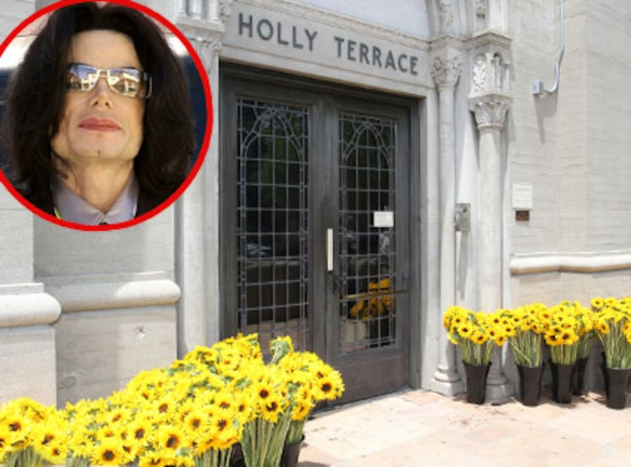 Michael Jackson, Forest Lawn Cemetery, Sunflowers