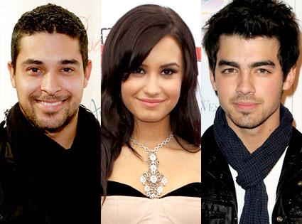 Wilmer Valdaraama, Demi Lovato, Joe Jonas