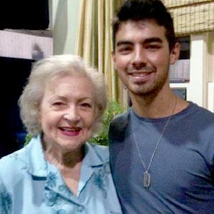 Betty White, Joe Jonas, Twitter