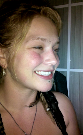 Crystal Bowersox, TwitPic, Twitter