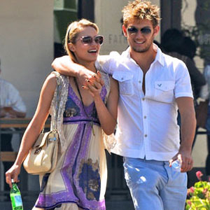 Alex Pettyfer & Dianna Agron Split: What Went Wrong? | E! News