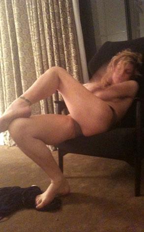Courtney Love, Twitter, Twitpic