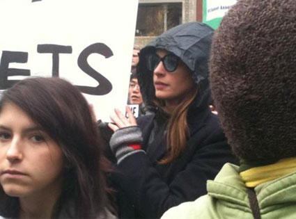 Anne Hathaway, Occupy