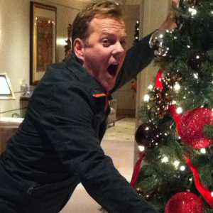 Kiefer Sutherland Graciously Spares a Christmas Tree This Holiday Season |  E! News