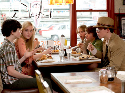Zach Mills, Elle Fanning, Riley Griffiths, Ryan Lee, Joel Courtney, Gabriel Basso Super 8