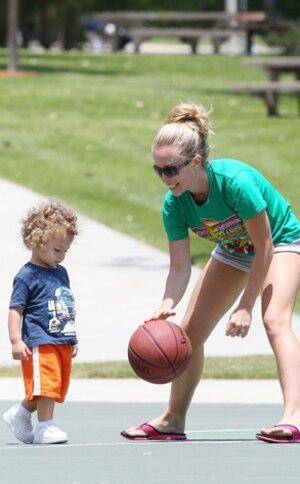 Kendra Wilkinson Baskett, Hank Baskett Jr.