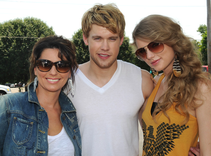 Taylor Swift, Chord Overstreet, Shania Twain