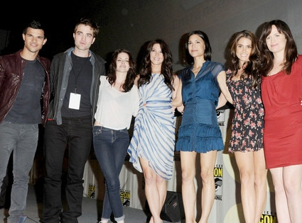 Taylor Lautner, Robert Pattinson,Kristen Stewart,Ashley Greene, Christian Serratos, Nikki Reed, Elizabeth Reaser