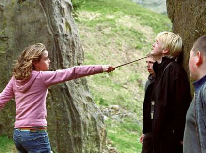 Hermione decks draco in the face from the best harry potter movie moments ever e news - Hermione granger best moments ...