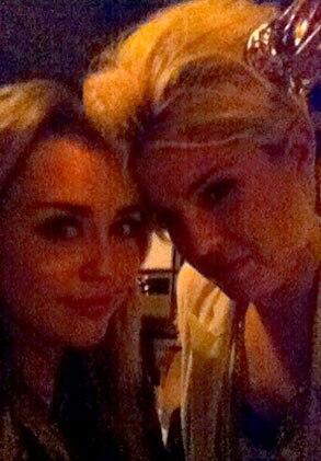 Kelly Osbourne, Miley Cyrus, Twitter