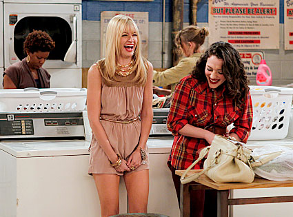 2 BROKE GIRLS, Beth Behrs, Kat Dennings