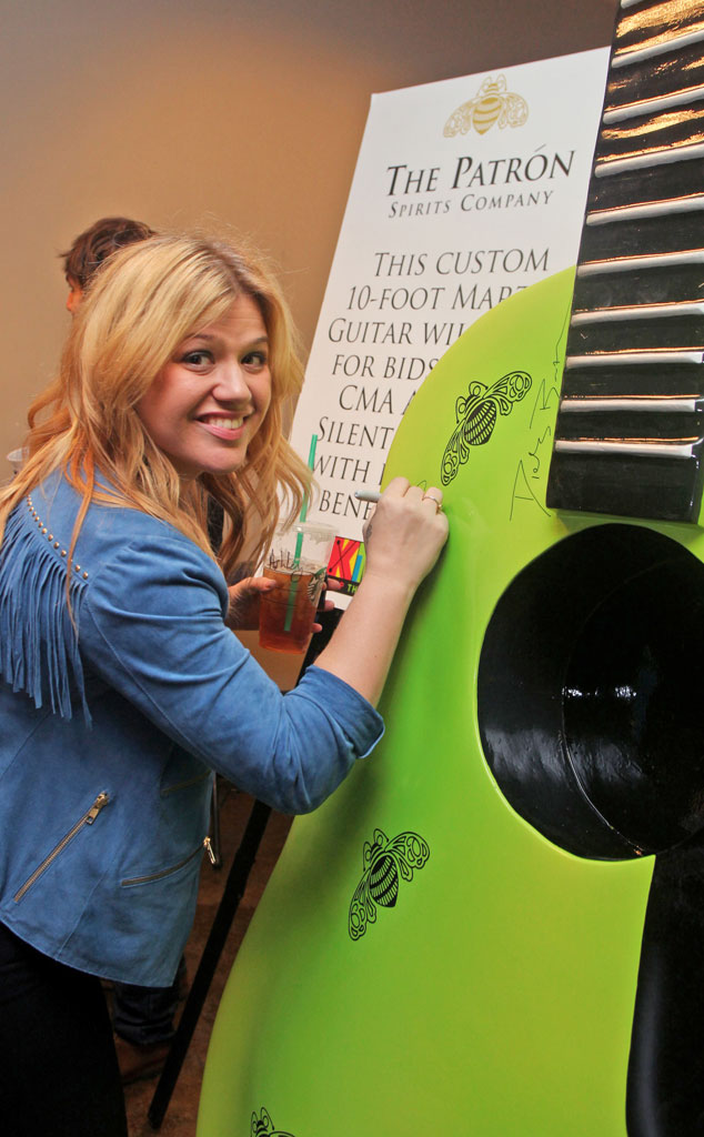 Kelly Clarkson, Do-Gooders