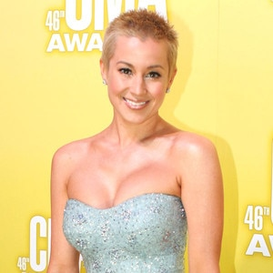 Magnificent Kellie Pickler Shows Off Shaved Head At Cma Awards E News Short Hairstyles Gunalazisus