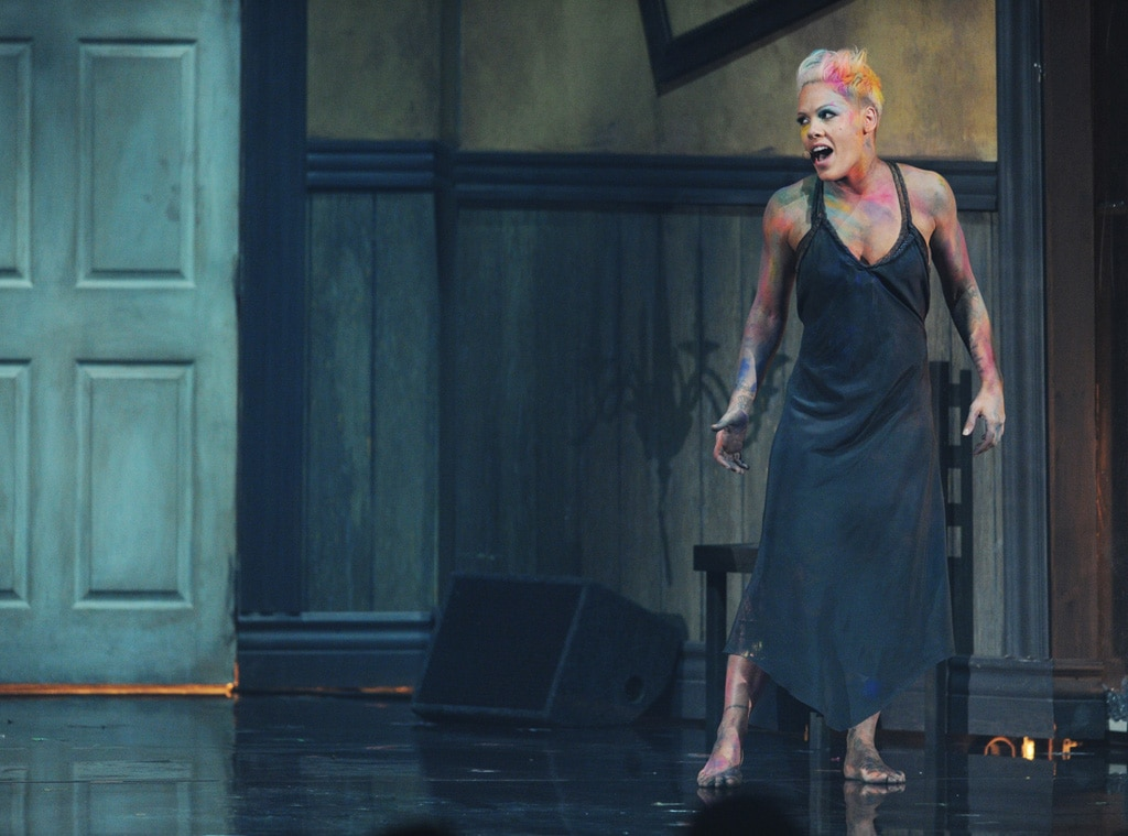 Pink, AMA Show