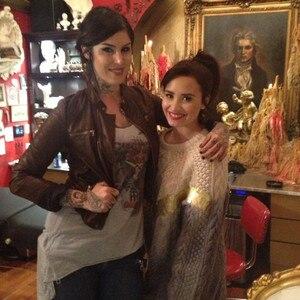 Demi Lovato, Kat Von D, Twit Pic