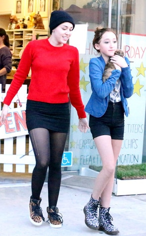 Miley Cyrus, Sister