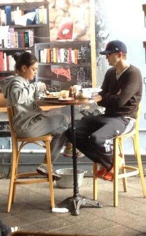 Mila Kunis, Ashton Kutcher, Twit Pic