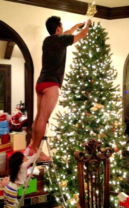 Mario Lopez, Christmas Tree