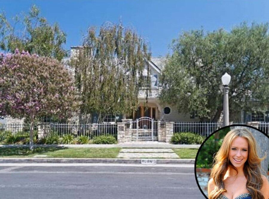 Jennifer Love Hewitt, Home