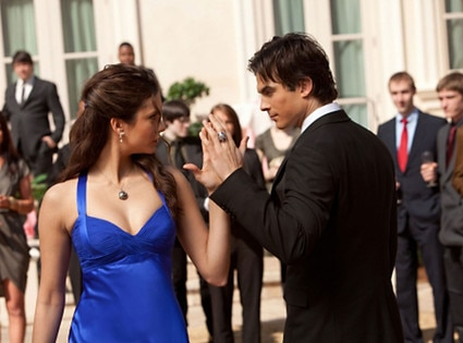 Nina Dobrev, Ian Somerhalder, THE VAMPIRE DIARIES