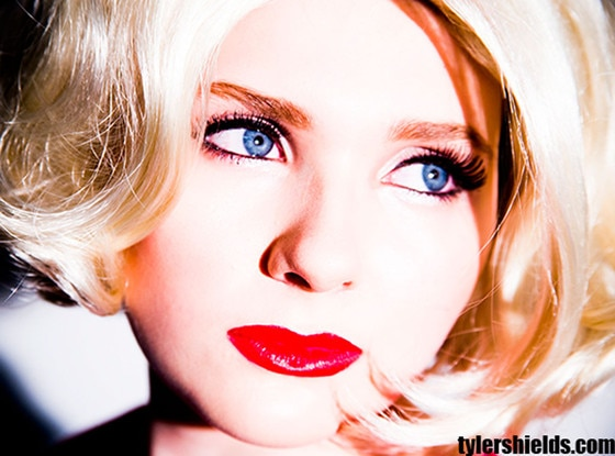 Abigail Breslin Is Grown Up and Sexy in New Tyler Shields Photo Shoot, Sings on Stargroves Track