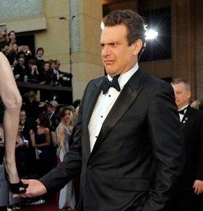 Angelina Jolie, Right Leg