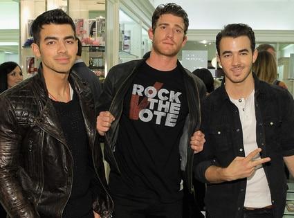 Joe Jonas, Bryan Greenberg, Kevin Jonas