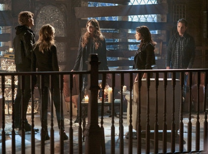 Chriz Zylka, Britt Robertson, Shelley Hennig, Jessica Parker Kennedy, Thomas Dekker, The Secret Circle