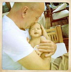 Bruce Willis, Mabel, Twit Pic