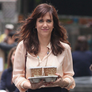 tmi kristen wiig goes public with pooping problem at