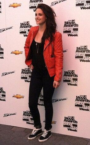 Kristen Stewart, Twitter