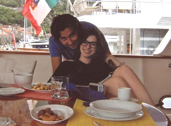 Anne Hathaway, Raffaello Follieri