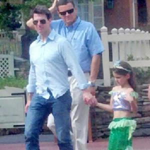 Tom Cruise, Suri Cruise, Disneyland, Twitter