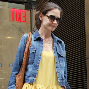 Katie Holmes Visits Lawyer in Optimistic Yellow—This Is ... Katie Holmes Attorney