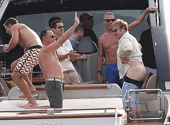Elton John Butt uncencored Chelsea 550