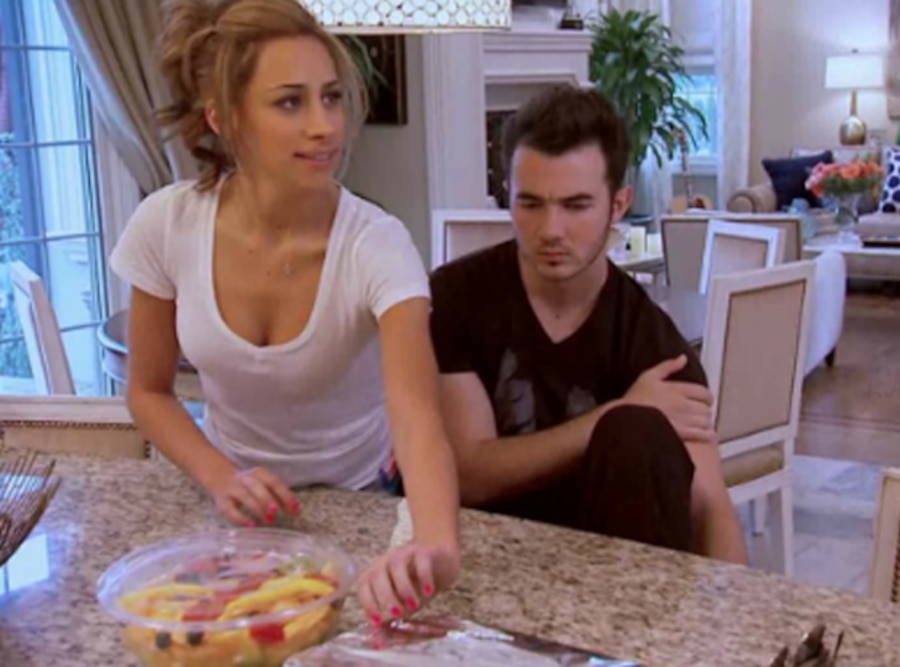 Married to Jonas, Screengrabs